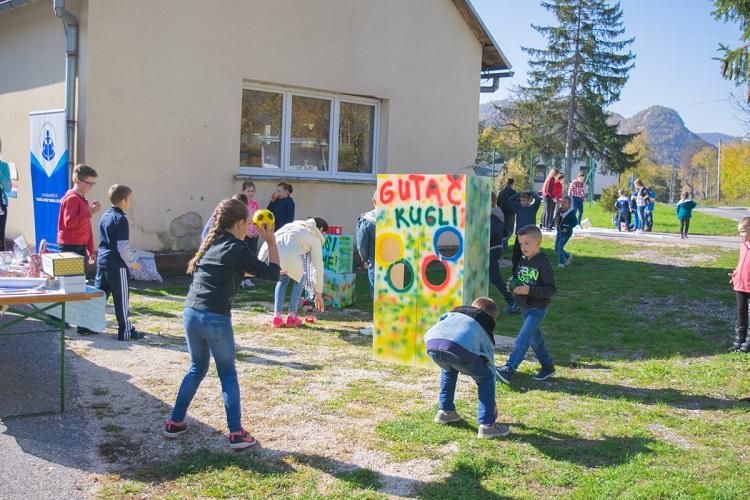 """Photo of Svjetski dan jabuka u Osnovnoj školi """"dr. Ante Starčević"""" Klanac-Pazarište"""