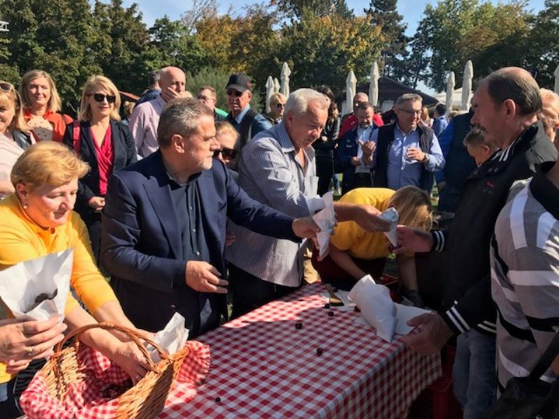 "Photo of Otvorena manifestacija ""Kesteni i purtugizec na Bundeku"""