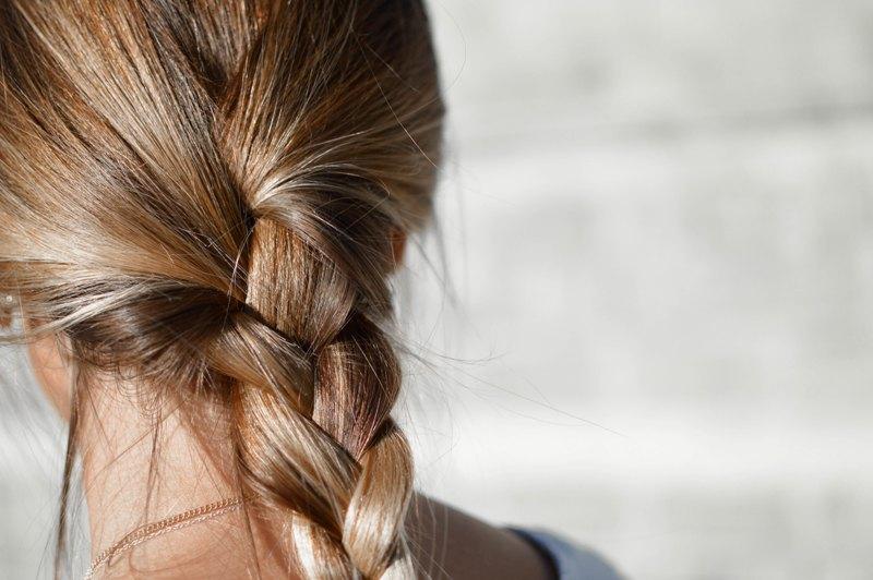 Photo of Trik s čašom vode otkriva koliko je zdrava vaša kosa