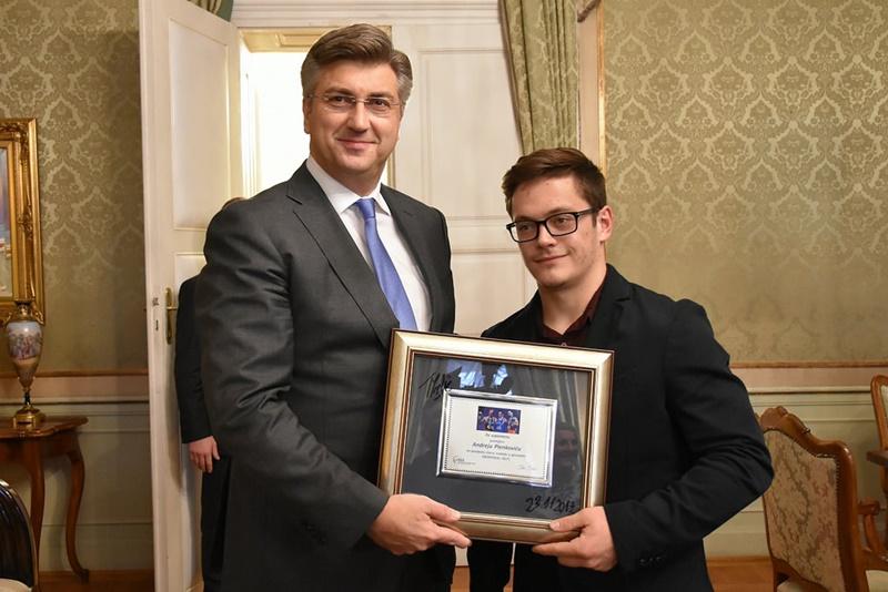 Photo of Predsjednik Vlade sa svjetskim prvakom u gimnastici Tinom Srbićem i izaslanstvom hrvatskog gimnastičkog saveza