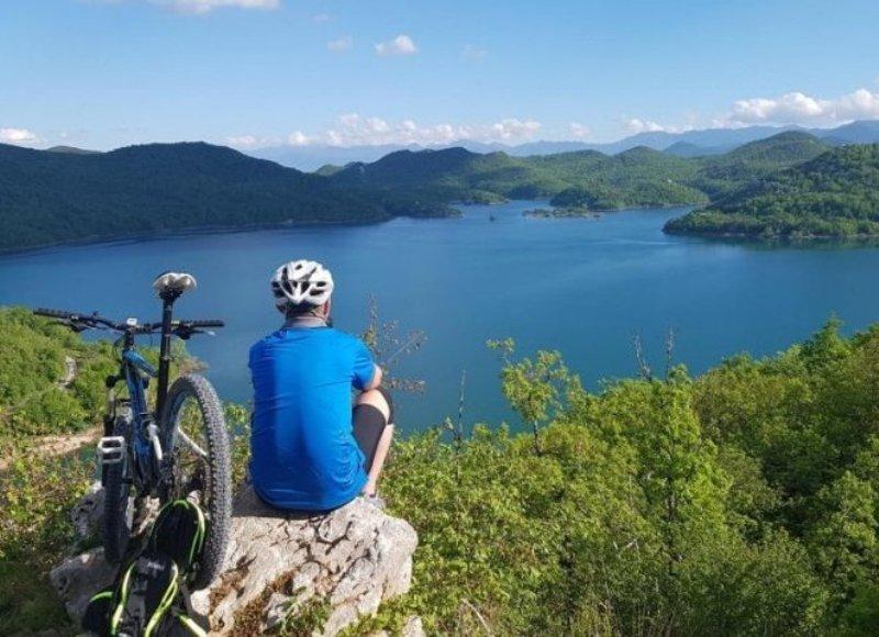 Photo of Bicikliranje od Tesle do očaravajućeg jezera skrivenog u Lici