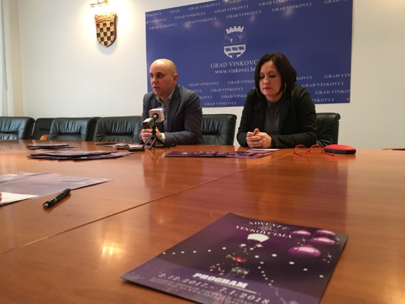 Photo of Predstavljen program ovogodišnjeg Adventa u Vinkovcima