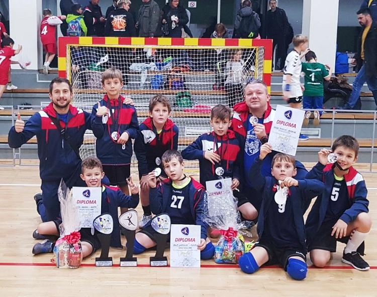 """Photo of Superminići rukometnog kluba """"Gospić"""" osvojili drugo mjesto na turniru u Visokom!"""