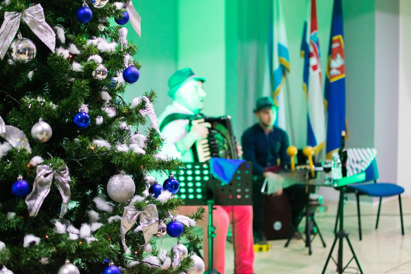 "Photo of FOTO: Uoči blagdana Svetog Nikole u Gospiću održan koncert ""Jazzy St. Nicholas"""