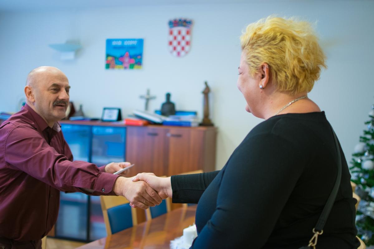 Photo of Darivanje kod gradonačelnika Starčevića povodom blagdana