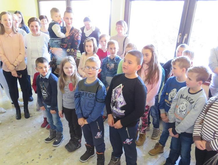 Photo of Učenici iz Klanca i Pazarista posjetili Dječji odjel gospićke bolnice povodom Svetog Nikole