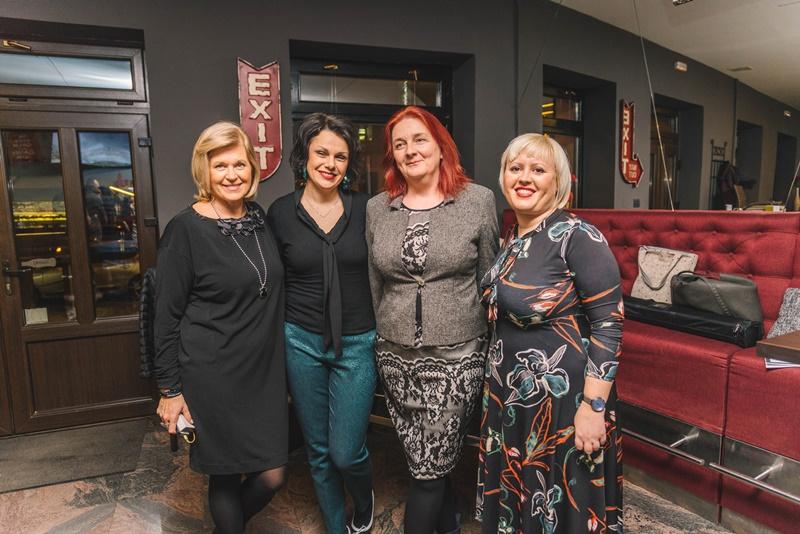 Photo of OTVOREN BOOK CAFE U OTOČCU: Gošće Lea Brezar i Alis Pečarić Marić oduševile su Otočane!