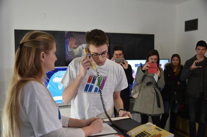 Photo of HELLO ZAGREB, HERE NASA: Zagrebački učenici razgovarali s astronautom!