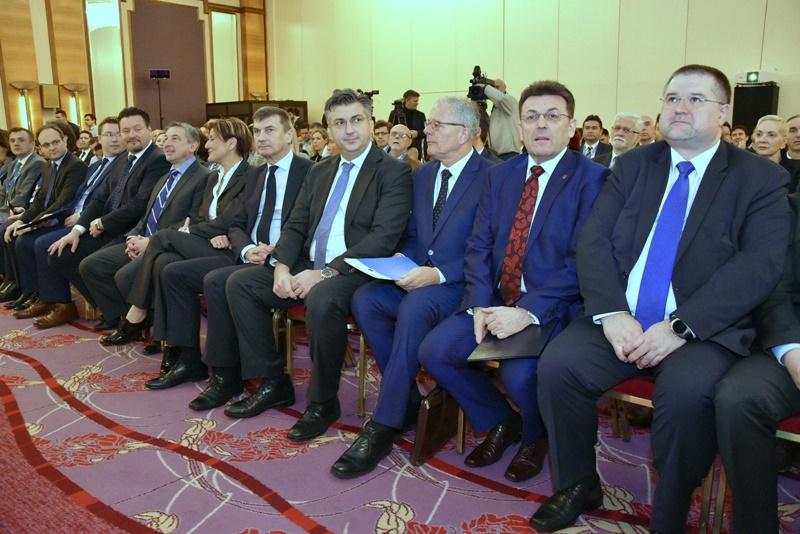 Photo of Predsjednik Vlade Plenković s potpredsjednikom EK za digitalno tržište Ansipom