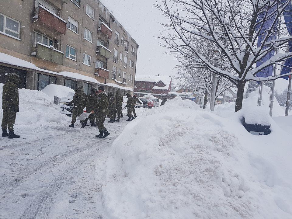 Photo of Alumni klub poziva vojsku i one koji čiste snijeg da se dođu okrijepiti uz čaj!