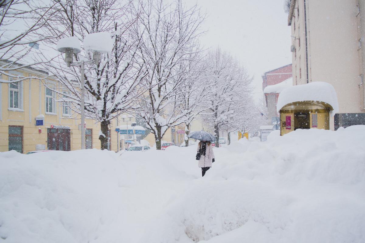 Photo of FOTO – GOSPIĆ U SNIJEGU: Ličani ne rade dramu, iako je više od 77 centimetara snijega
