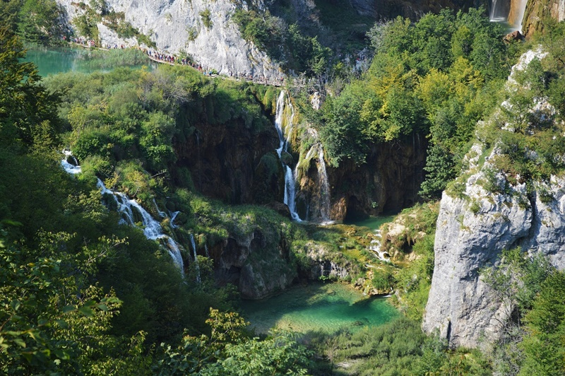 Photo of Ministar Ćorić: Plitvička jezera neće doći na UNESCO-vu listu ugrožene prirodne baštine