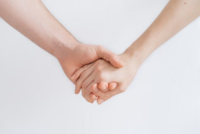 Photo of Zašto žene imaju hladnije ruke nego muškarci?