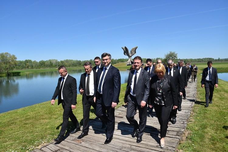 """Photo of Predsjednik Vlade u Jasenovcu: """"Izražavamo pijetet prema žrtvama i njihovim obiteljima i snažno osuđujemo zločinački režim"""""""