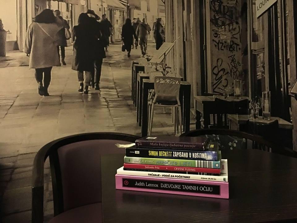 Photo of OTOČAC Book cafe i područna škola udružili se i prikupljaju knjige za školu – UKLJUČITE SE!