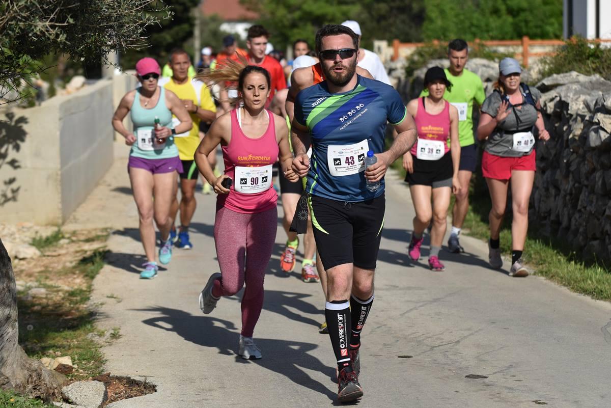Photo of NOVALJA: Treći Međunarodni polumaraton Lun Novalja istinski izazov za trkače