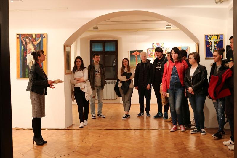 """Photo of Gospićki gimnazijalci posjetili """"Izložbu djela iz kolekcije Pohižek"""" u Muzeju Like Gospić"""