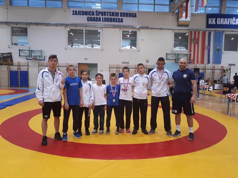 Photo of Gospićki hrvači osvojili tri zlata i dvije bronce na turniru u Ludbregu!