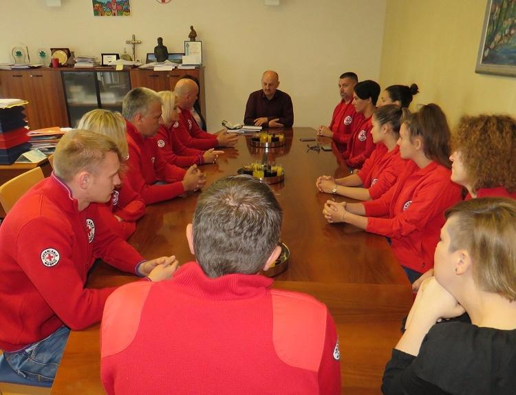 Photo of Volonterski tim godine na prijemu kod gradonačelnika Starčevića