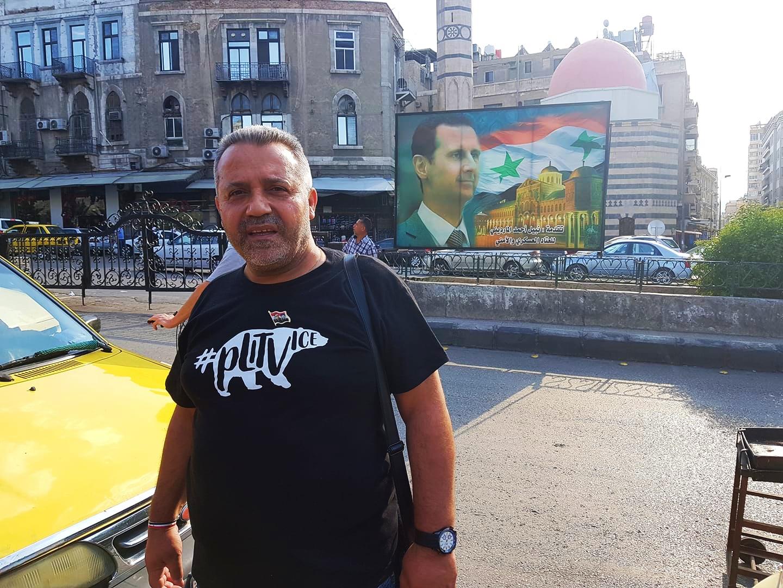 Photo of PLITVICE DO DAMASKA Poznati hrvatski novinar Haidar Diab iz Sirije pozdravlja u plitvičkoj majici