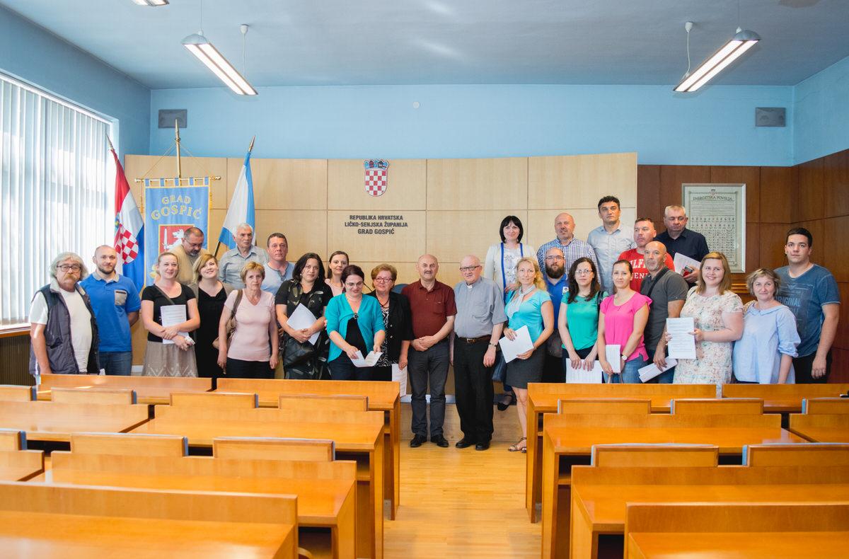 Photo of FOTO Grad Gospić potpisao ugovore s udrugama civilnog društva