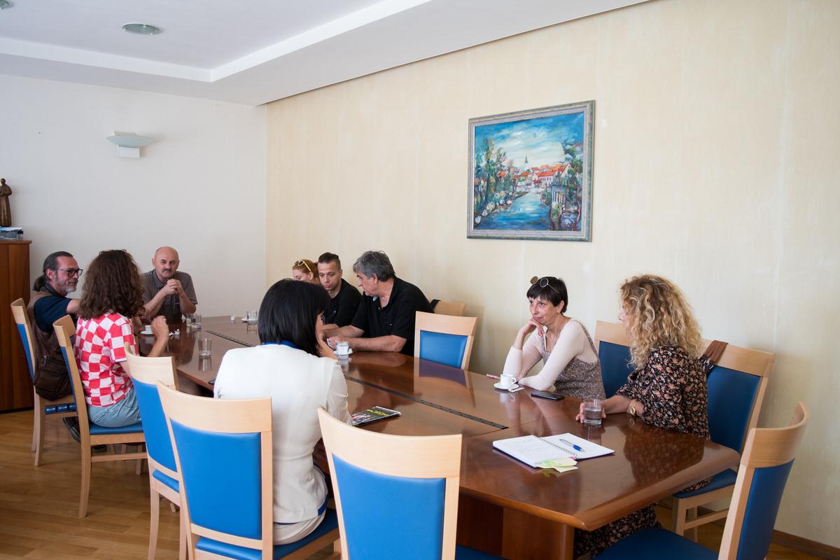 Photo of FOTO Glumačka družina HISTRION na prijemu kod gradonačelnika Karla Starčevića