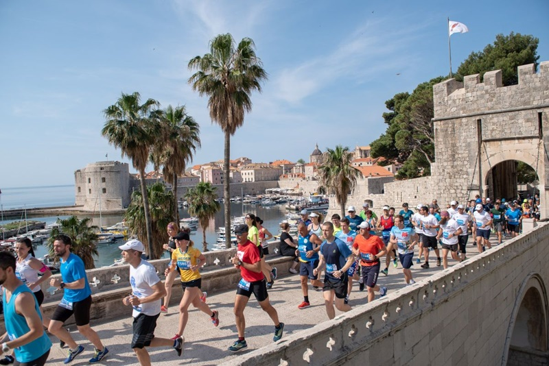 Photo of Dubrovački polumaraton na naslovnici svjetski poznatog Distance Running magazina