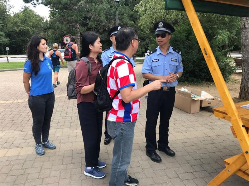 Photo of Kineski policajci na info punktu u NP Plitvička jezera
