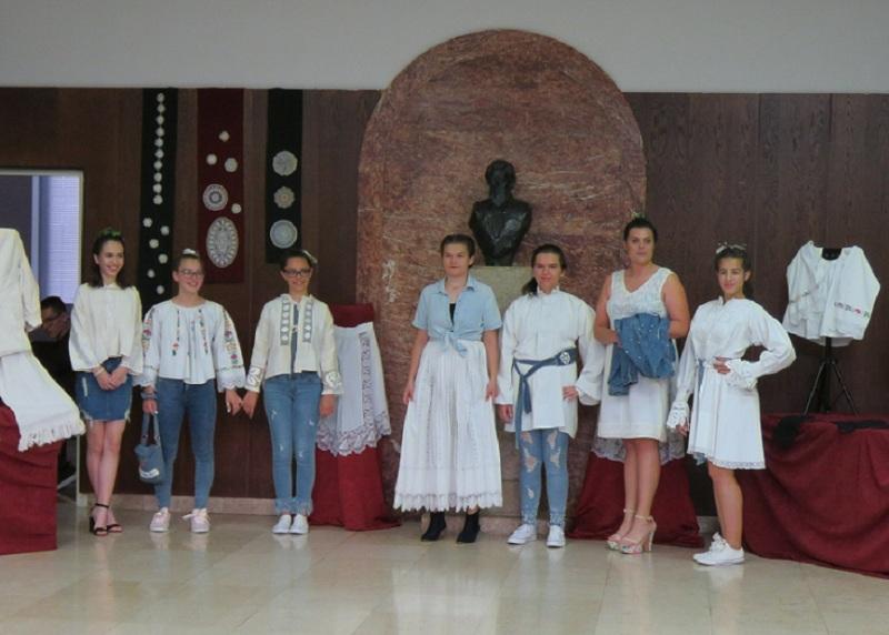 Photo of Mlade gospićke manekenke pokazale kako izgleda spoj tradicije i modernog