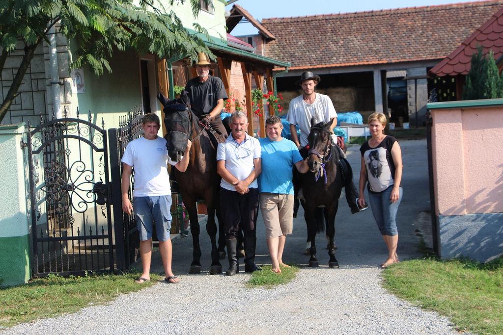 Photo of OD SLAVONIJE DO LIKE Nijemci se uputili konjima na 400 km dug put do Plitvičkih jezera!