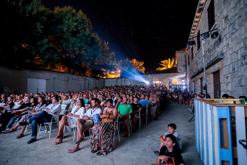 Photo of Četvrti Brač Film Festival zatvoren fenomenalnim projekcijama i koncertom grupe Pavel!