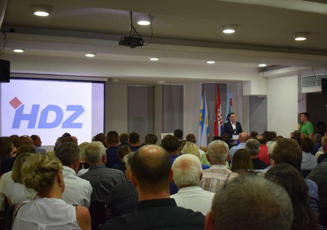 """Photo of GOSPIĆ – Marijan Kustić na konferenciji za medije: """"Ne može se voditi jedna politika u Lici, a druga u Zagrebu!"""""""