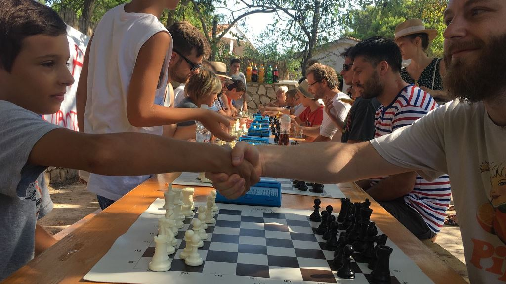 Photo of SILBENSKO KULTURNO LJETO Održan 10. Memorijalni šahovski turnir u čast Don Petru Tunjiću i Silbenski turnir u balotama