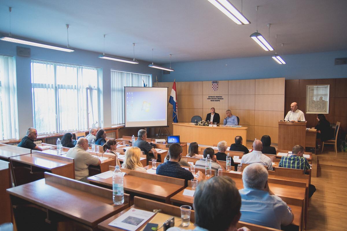 Photo of FOTO Sjednica Gradskog vijeća – Teslin kip se vraća u Gospić do kraja 2018. godine?