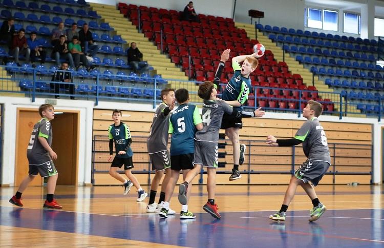 Photo of Mladi gospićki rukometaši započeli sezonu pobjedom i porazom