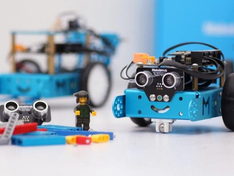 """Photo of Besplatna radionica programiranja i robotike – projekt """"STEM auto"""" stiže u Gospić!"""