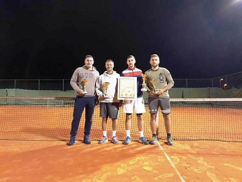 Photo of Anonio Alić je pobjednik teniskog turnira u Gospiću