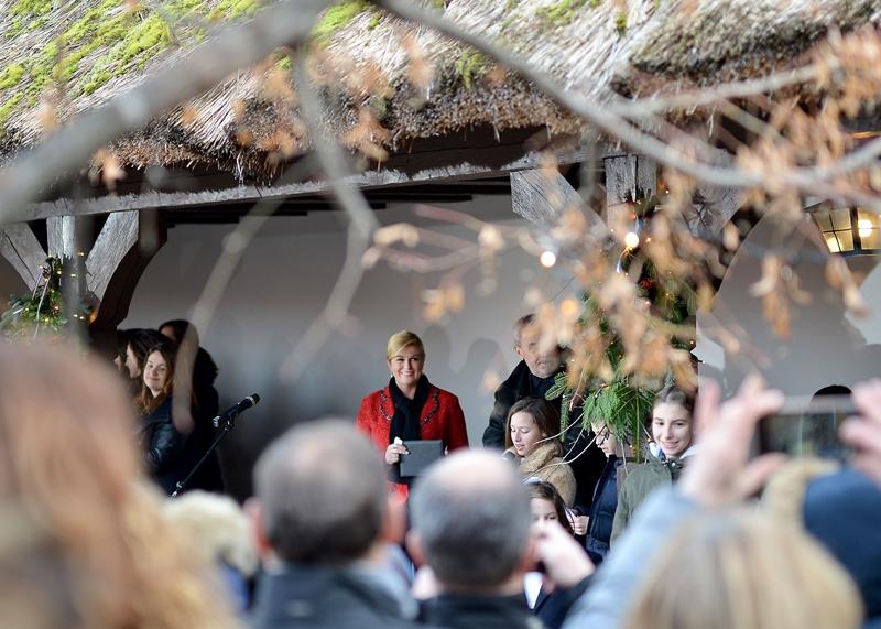 Photo of ADVENT U ZAGREBU Predsjednica Grabar-Kitarović građanima otvara vrata Vile Prekrižje