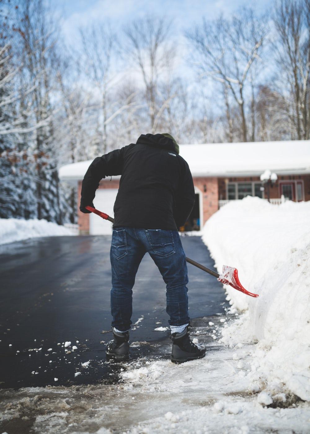 Photo of SVAKE GODINE ISTA PRIČA: Traži se radnik koji će očistiti snijeg s Facebooka!