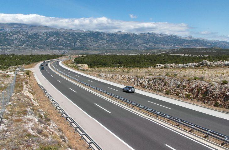 Photo of POLICIJA IH NEĆE KAZNITI Vozači u Hrvatskoj mogu legalno juriti više od 130 km/h!