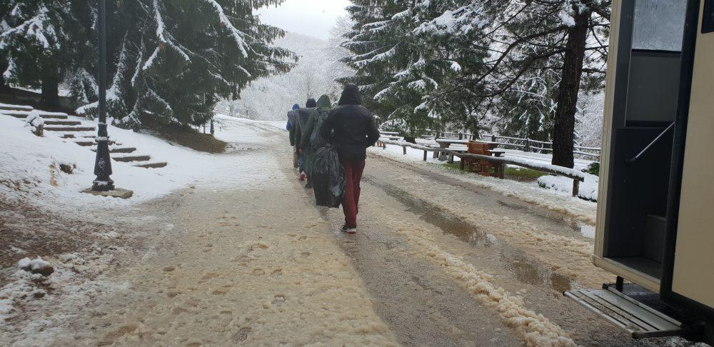 Photo of FOTO ČITATELJA Migranti danas viđeni u srcu Nacionalnog parka Plitvička jezera!