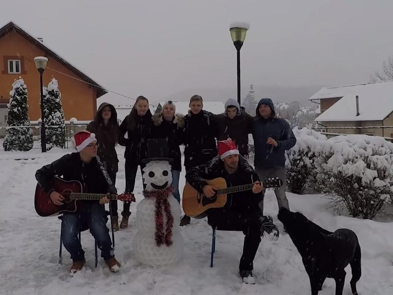 """Photo of NEVEN VOJIĆ Mladi glazbenik iz Otočca snimio """"Božićnu čaroliju"""" – pogledajte spot!"""