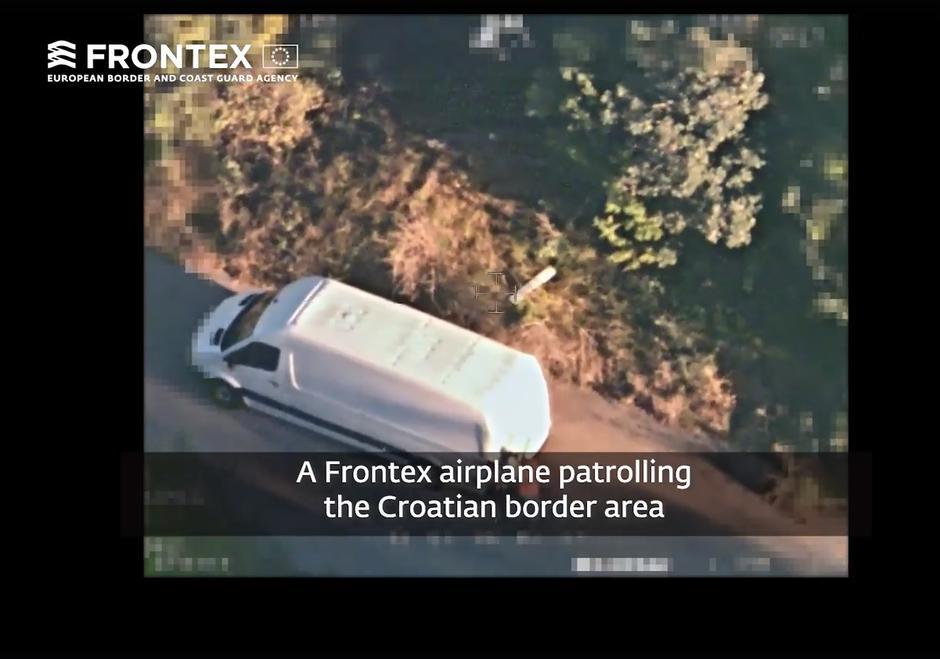 """Photo of VIDEO """"Nema migranata""""?  Pogledajte kako su uhvaćeni kod Gospića u kombiju, snimio ih zrakoplov Frontexa"""