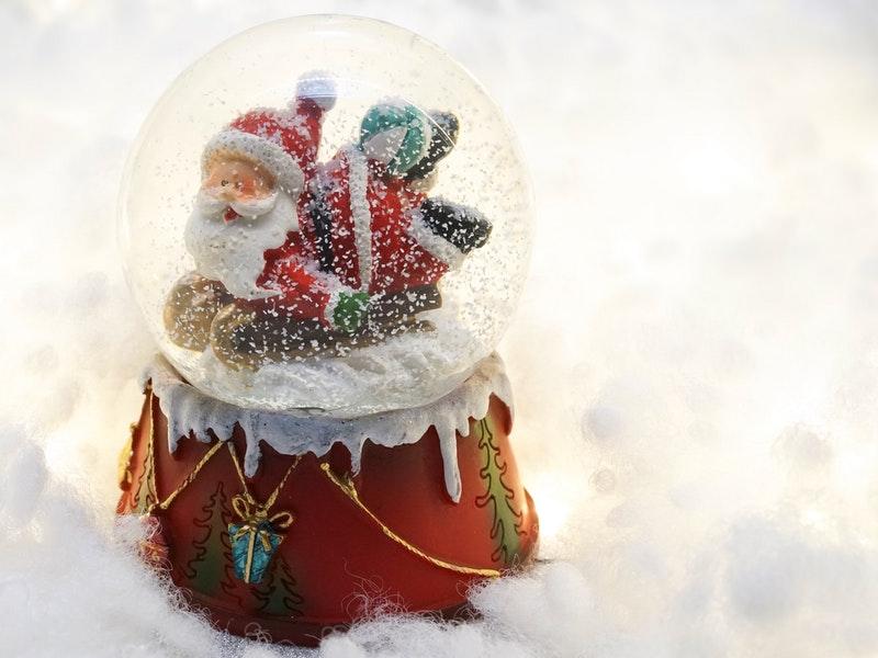 Photo of Božićni običaji diljem svijeta: Darove donose Djed Božićnjak i Santa Claus, ali i babuška