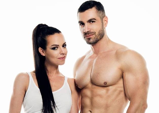 Photo of VJEŽBE ZA ZALJUBLJENE Otočanka Monika i suprug Sandi pokazali da fitness može biti romantičan!