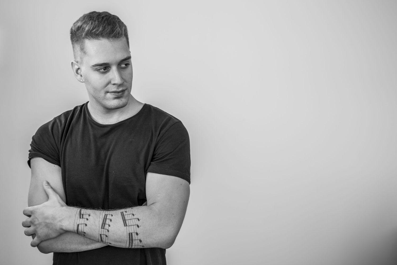 """Photo of Jure Brkljača i Miroslav Rus s pjesmom """"Ne postojim kad nisi tu"""" na Dori 2019.!"""