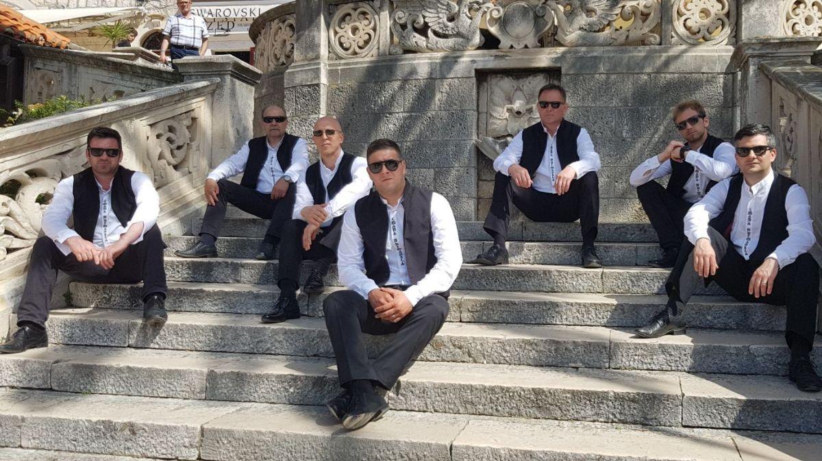 "Photo of Klapa Puntamika objavila novi singl i spot ""More srce"""