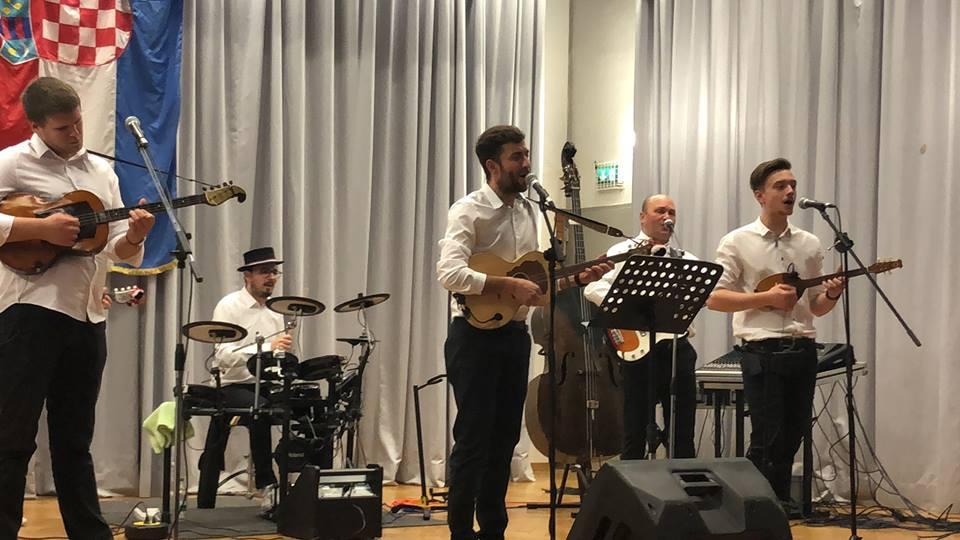 "Photo of Tamburaški sastav ""Ruža"" iz Filderstadta predstavlja svoj prvi singl"