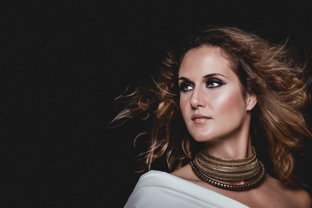 Photo of Švedsko-hrvatska suradnja rezultirala modernom pop poslasticom Eme Gagro, ponajboljom pjesmom Dore!