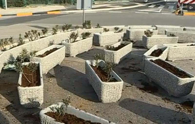 "Photo of Komentar prometnog stručnjaka: ""Kružni tok od betonskih žardinjera treba odmah ukloniti!"""